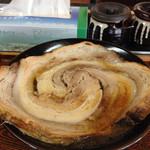 35399171 - デカチャーシュー(のちにチャーシュー銀河に改名?)この時は珍しく醤油を食べました。チャーシューの大きさからもこの時は醤油が丁度よく美味しく感じました。