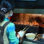 阿霞 燒肉飯 - 炭火でこんがり焼き上げます。