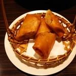 香港私菜 Repulse Bay - パリッパリでサクサクっとした春巻き~♪(^o^)丿