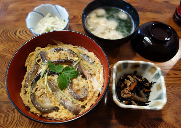 桔梗家 - 柳川丼(丸) 小鉢含め全景