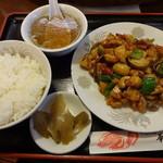 華龍飯店 - 鶏肉の四川風炒め:800円