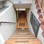 赤坂七丁目カフェ - 外観の地下1階入口への風景です