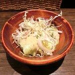 赤坂七丁目カフェ - 黒トリュフのふわとろ!!オムライス 500円 のサラダ