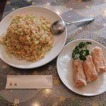 広州名菜 聚英 - 蟹肉炒飯と明蝦巻。