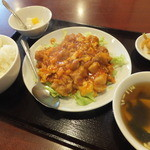 品珍酒家 - 料理写真:鶏肉と玉子のチリソース炒め