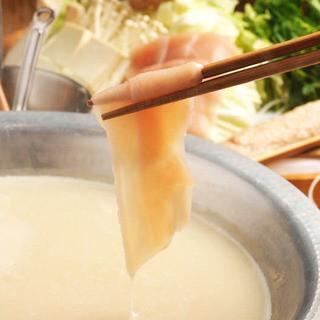 鶏ガラを10時間煮込んだ渾身の水炊き