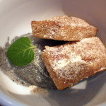 シシリアンルージュ札幌 - デザートはフィナンシェと黒胡麻アイス