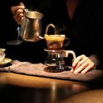 カフェ セレーサ - 蒸らしを経て入れます☆
