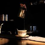カフェ セレーサ - カップとソーサーを温めます☆