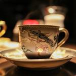 カフェ セレーサ - カップに施された龍の存在感抜群☆
