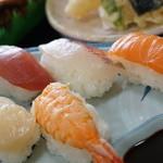 福寿司 - 寿司セットのお寿司