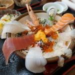 福寿司 - 海鮮丼1300円 ちょっと盛り付けが…汗