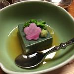 一宝 - ヨモギ豆腐