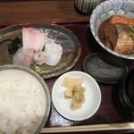 """しんば - """"刺身、鯖味噌煮""""セット¥980"""
