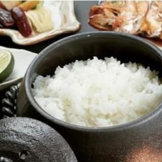 一合ずつ土鍋で炊き上げます。