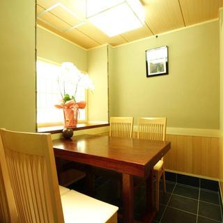落ち着いた雰囲気の店内☆少人数から大人数まで利用可能な個室