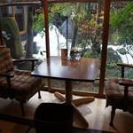 茶房 布久庵 - ガイドブックなどによく掲載される席、訪問時はお客様が座っておられましたが、先に出られたので、撮影できました