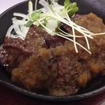 飯処にっくん - 牛カルビ鉄板焼き定食ステーキ風