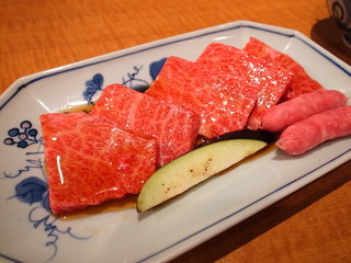 本家とらちゃん 鶴橋駅前店 - 特上焼肉定食1800円の肉は特上ロースですね。