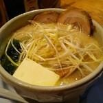 あやの屋 - かんぺい拉麺 +バター+ねぎ