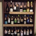 オステリア エ バール ラ ルーチェ - ワイン棚