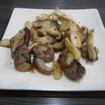 花菜 - 鴨の皮のにんにく炒め  カリカリに炒められた鴨の皮がとても美味です。
