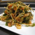 花菜 - 春菊と水菜のイカフェ  シャキシャキの野菜と辛く味つけされたイカがベストマッチ
