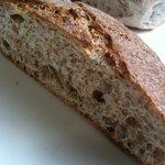 ブノワトン - 穀物の味ぎっしり、のパン。