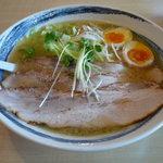 らーめん 太閤 - チャーシューらーめん(950円)+煮玉子トッピング(100円)