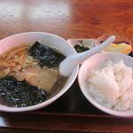ラーメンハウス米山 - 料理写真:醤油ラーメン570円