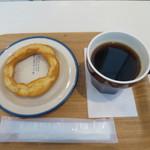 ミサキ ドーナツ - オリジナルファッション+ホットコーヒー