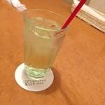 Kitchen K-bun - ドリンク写真:ノンアルコールカクテル  モナングリーンアップルソーダー。 シュワシュワでさっぱりおいしい (*´ڡ`●)