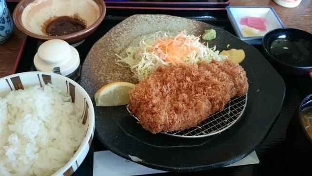 とんかつぼたん - 三元豚の厚切りとんかつ ¥1400 (5食限定)