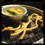 牛ざんまい - 明太うどんが不味すぎて焼いたった‼️ほで、ニンニク焼きの残りの胡麻油に絡めたらさーヤバウマに大変身ପ(⑅ˊᵕˋ⑅)ଓ