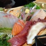 海鮮酒房なぶら - 豪華刺し盛り御膳 ¥1850 のお刺身