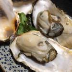 海鮮酒房なぶら - 焼きセル牡蠣 ¥240×2
