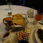 イル・テアトロ - 朝食のパン