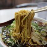 新福菜館 - ラーメンリフトアップ