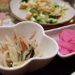 マダムリン 台北 - 定食には小皿が付きます