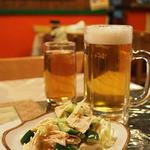 マダムリン 台北 - 生ビールと前菜のセット(780円)