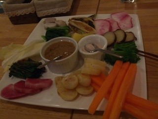 TAVERNA da Ishii - 前菜の「バーニャカウダ」野菜一つ一つを堪能する楽しみがあります。