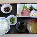 ワーサン亭 - ハマチ刺身定食 700円 100円割引で600円