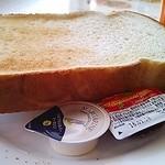 ジョナサン - 厚切りトーストにマーガリンとジャム