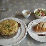 キッチン四季 - 具だくさん野菜のグラタン(サラダ・パン付:1200円)