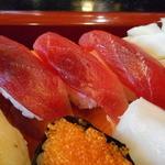 満寿鮨 - まぐろは赤身三貫