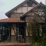 カフェ サルーテ - 店の出入口