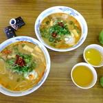 白ひげ食堂 - こく辛スープの豚汁ラーメン温玉入り:580円・こく辛スープの豚汁うどん温玉入り:580円