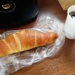 オルブロート - 塩バターロールとサービスのコーヒー