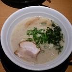 らーめん大魔神 - 九州豚骨塩ラーメン(ニンニク入り) ¥380ー