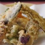 森のおみやげ屋 - 山菜天ぷら